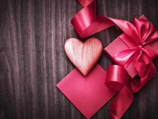 обои Сердечные подарки к дню всех влюбленных фото