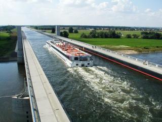 обои Магдебургский мост связал два канала Средиземный и Эльба-Хавель фото