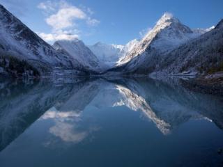 обои Хрустальное озеро горного Алтая фото