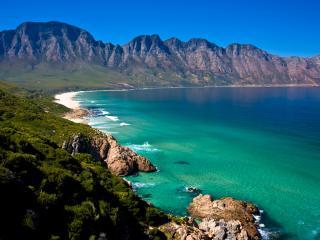 обои Залив у каменных вершин фото