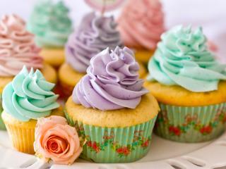обои Разноцветные кексы с кремом фото