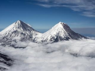 обои Снежные вершины в облаках фото