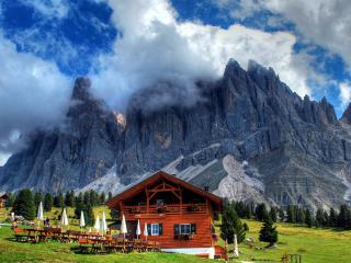 обои База отдыха у скалистых гор фото