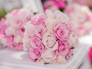 обои Букет розовых роз у зеркала фото