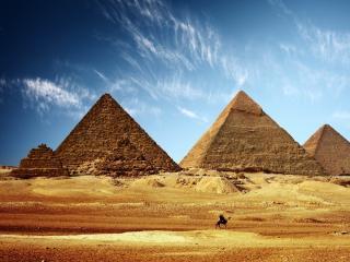 обои для рабочего стола: Величие пирамид на фоне неба