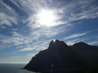 обои Перистые облака над El Roque de dos hermanos фото