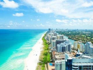 обои Город окруженный океаном фото