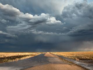 обои Грозовые облака над дорогой фото