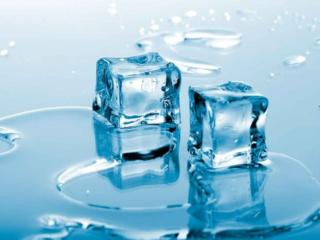 обои Вода и два кубика льда фото