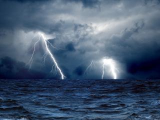обои Буйство грозы в океане фото