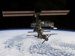 обои Космическая станция над Землей фото