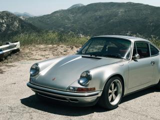 обои Porsche 911 на фоне гор фото