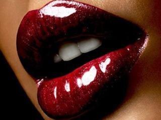 обои Тёмно-вишнёвые губы с блеском фото