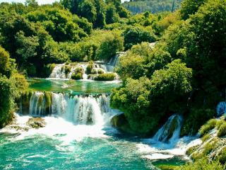 обои Зеленые пороги буйной реки фото