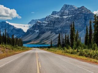 обои Спуск ровной дороги к озеру фото
