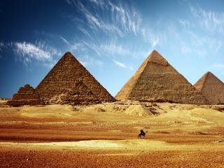 обои для рабочего стола: Пирамиды под безоблачным небом