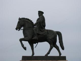 обои для рабочего стола: Памятник маршалу Жукову в Иркутске