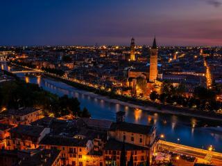 обои Ночной город с золотыми огнями фото