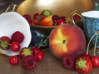 обои Персик и садовые ягоды фото