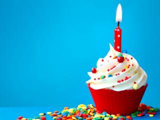 обои Кекс со свечкой на день рождения фото