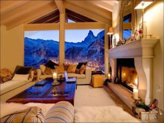 обои Комната с камином с видом на горы фото