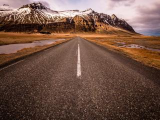 обои для рабочего стола: Прямая дорога к снежной горе