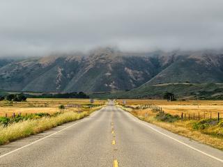 обои Дорога к туманной горе фото
