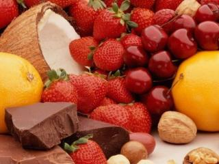 обои Фруктово-ягодное ассорти с шоколадом и орехами фото