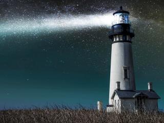 обои Огромный маяк светящий в ночи фото