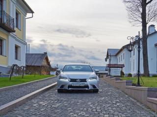 обои Lexus GS на улице подмосковья фото