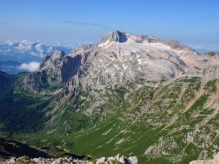 обои Горы в зелени и в снегу фото