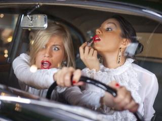 обои Женщины за рулём - неисчерпаемая тема фото