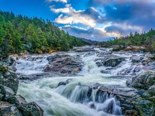 обои Бурная река на порогах фото