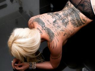 обои Индейская тату на спине блондинки фото