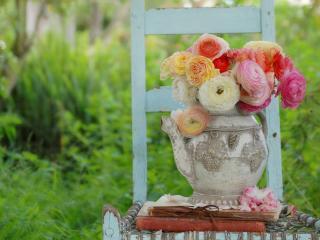 обои Букет роз в глиняном чайнике фото