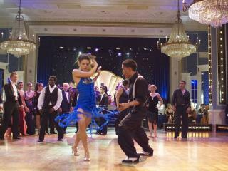 обои Танец в голубом фото
