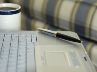 обои Ноутбук,   ручка и кофе фото