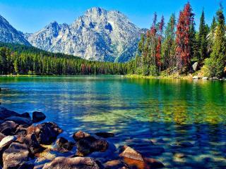 обои Чистое горное озеро фото