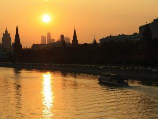 обои Тёплый закат над Москвой фото