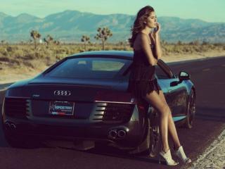 обои Девушка с машиной на ветру фото