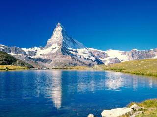 обои Каменный пик с озером фото