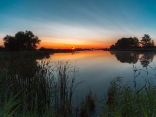 обои для рабочего стола: Восход на озере