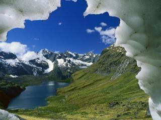 обои Вид на озеро из под льда фото
