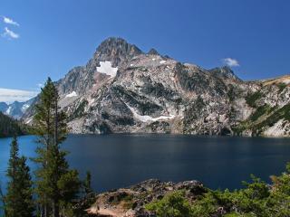 обои Горное озеро у лысой горы фото