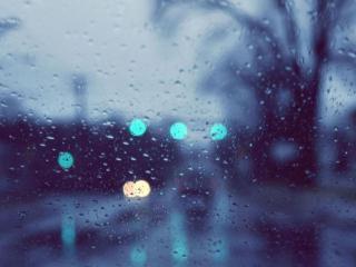 обои Дождь за стеклом машины фото