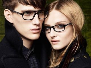 обои Влюблённая пара в очках фото