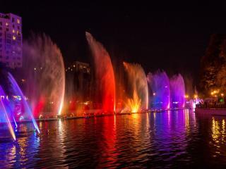 обои Цветные фонтаны фото