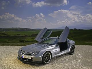 обои Стоит Mercedes-Benz SLR 722 фото