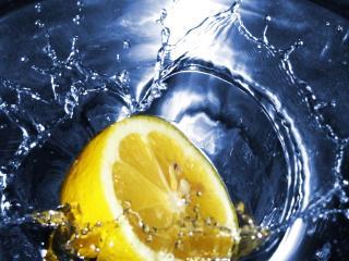 обои Лимон в воде фото