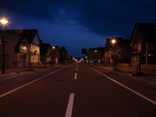 обои Ночная дорога и домики фото